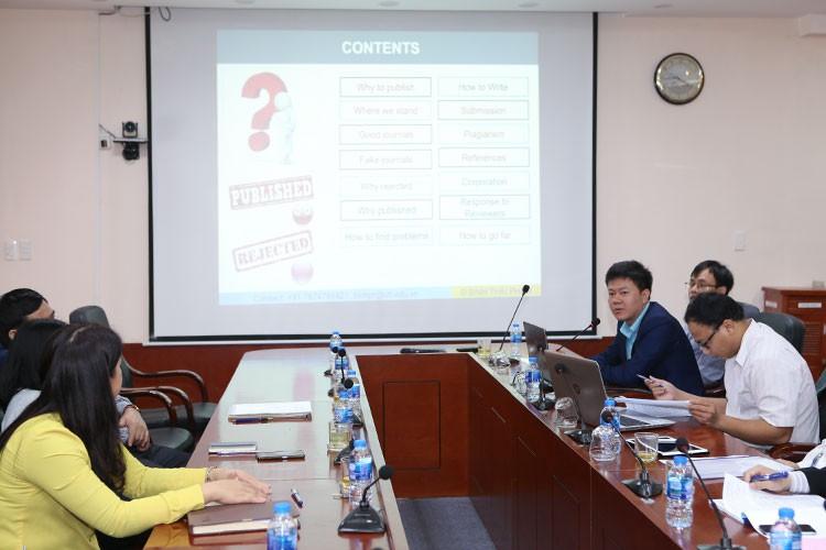 """Hội thảo """"Chia sẻ kinh nghiệm và kỹ năng nghiên cứu, viết bài và công bố công trình khoa học trên tạp chí quốc tế uy tín thuộc danh mục ISI"""""""